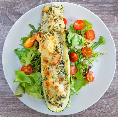 Gevulde courgette met ricotta, gehakt, spinazie en champignons