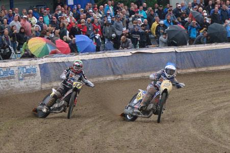 Erik Riss en Jannick de Jong in gevecht in Eenrum (Riss - 2-voudig en de Jong 1-voudig wereldkampioen)