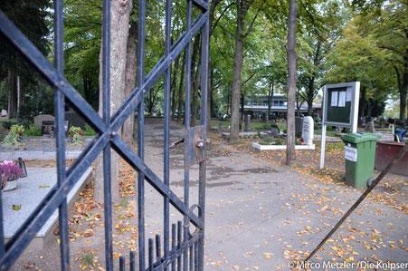 Wer Zeit und Lust hat, kann sich Eimer, Harke und Schnittmesser schnappen und die Friedhofswege auf dem Bergfriedhof bearbeiten. (Archivfoto)