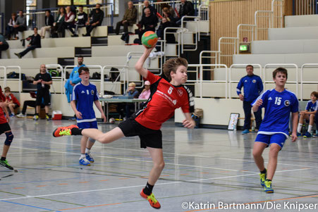 Am Ball: Philipp Blass mit der Nummer 5.
