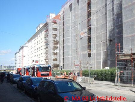 Feuerwehr, Blaulicht, Berufsfeuerwehr Wien, Brand, Hetzgasse, LKW, Baustelle