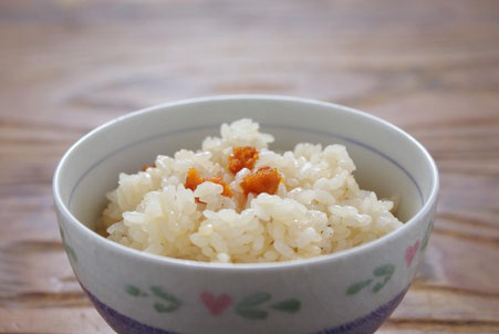 日本三大珍味の一つ_絵遅延仕立て汐うに_を具材として、フンウニのエキス_雲丹ひしお_とお出汁で炊き上げる天たつの汐雲丹飯の素は磯の香りと雲丹の旨味を存分に味わえる炊き込みご飯の素です