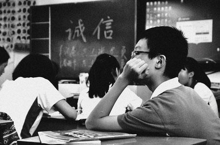 SchülerInnen im Klassenzimmer
