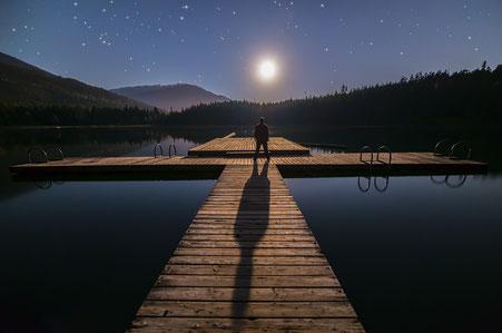 Alleine unter dem Nachthimmel