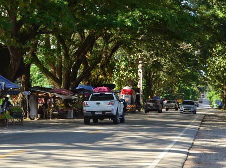 Obstmarkt am Straßenrand