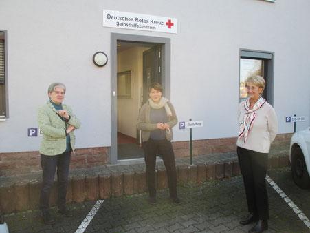 vlnr.: Christa Weyrauch (Vorstand DRK Odenwaldkreis), Petra Neubert (Kandidatin zur Landratswahl 2021), Friedel Weyrauch (Initiatorin der Selbsthilfegruppen DRK Odenwaldkreis)