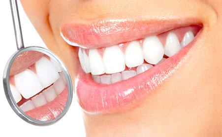 Zahnersatz auf Implantaten: Von narürlichen Zähnen fast nicht zu unterscheiden
