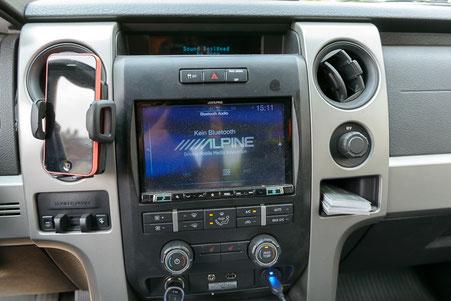 """Alpine INE-X801D-U Navigationsgerät mit USB, Bluetooth und DAB+ im Ford F150 Raptor mit 8""""-Radioblende"""