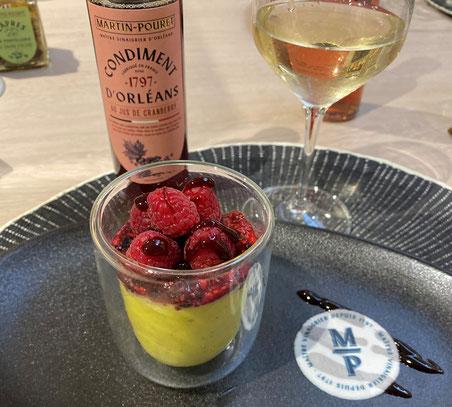 Crémeux citron vert, basilic, compotée de fruits rouges à la crème de vinaigre au jus de cranberry