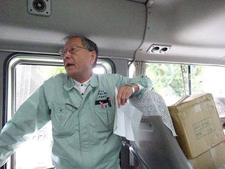 あいかわらず元気な中島社長 バスの中ではずっと立って説明してくださいました