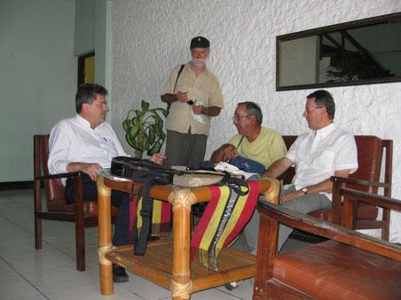 L'incontro con Padre Francesco Moser subito dopo il nostro arrivo a Dili agosto 2009