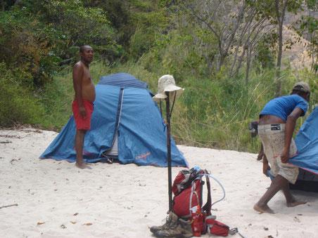 Campement entre les massifs du Makay