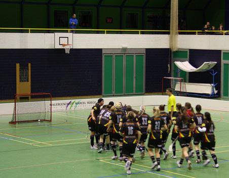Der Ball liegt im gegnerischen Tor, die Riders jubeln (Bilder: Thomas Illi, buebikernews)
