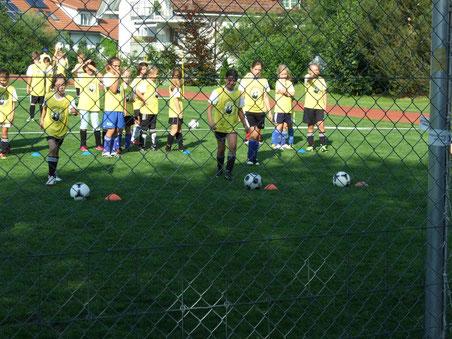Die Mädchen beim Penalty-Training