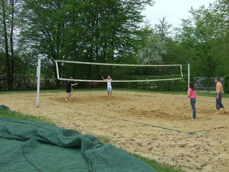 Die Badi Egelsee erhält ein zweites Beachvolleyball-Feld