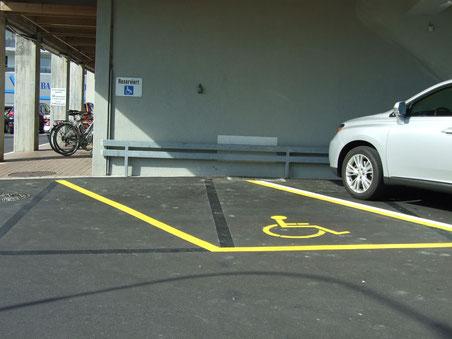 2. Oktober 2012: Behindertenparkplatz ist wieder da