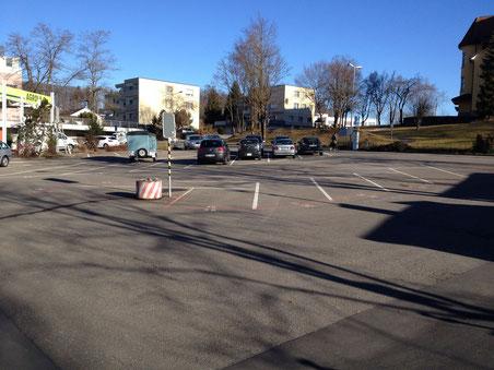Hier soll heute das Turnhallen-Zelt aufgebaut werden.
