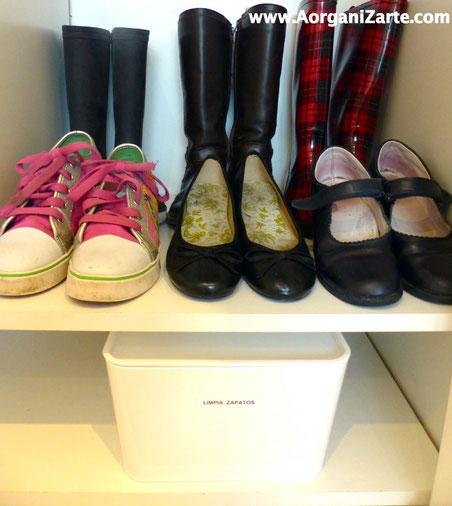 Ten a mano los productos para limpiar los zapatos - www.AorganiZarte.com