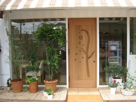 木製玄関ドア カフェ かわいい