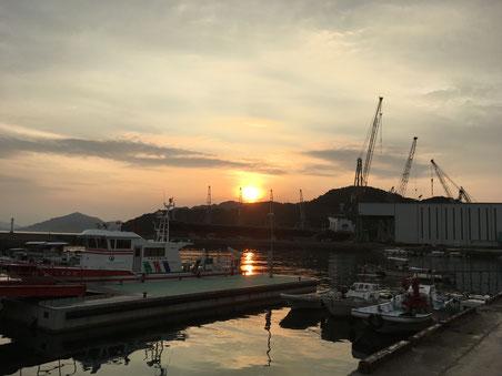 沈む夕日、明日もいい天気のようだ