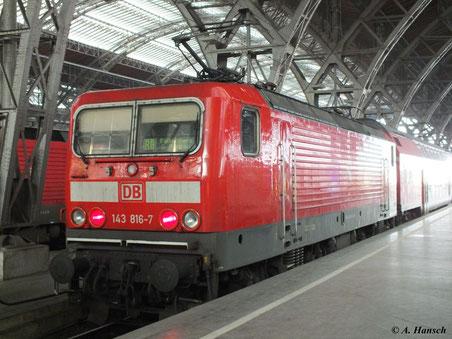 143 816-7 steht am 5. Februar 2012 mit dem RB nach Falkenberg in Leipzig Hbf.