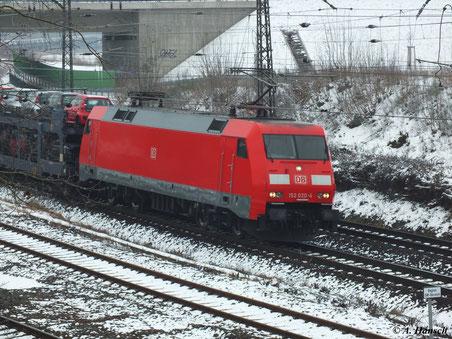 Am 10. Februar 2013 passiert 152 020-4 das ehemalige Bw Luth. Wittenberg...