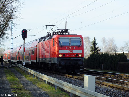 143 038-8 fährt in den Hp Dresden Stetzsch ein (29. Dezember 2012)