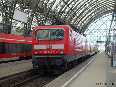 143 947-0 wartet am 13. August 2013 in Dresden Hbf. auf Ausfahrt
