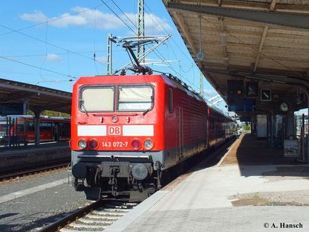 Am 29. September 2013 steht 143 072-7 mit RB42 nach Magdeburg Hbf. abfahrbereit in Dessau Hbf.