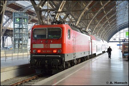 Zum Tag der Deutschen Einheit 2015 wurde auch etwas in Leipzig Hbf. fotografiert. 143 169-1 schiebt eine RB nach Weißenfels