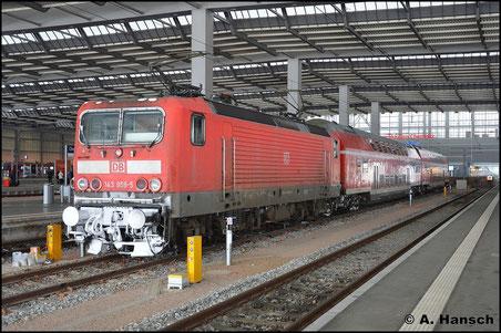 """An ihrem """"letzten Winter"""" sollte die BR 143 in Chemnitz Hbf. noch einmal dokumentiert werden, wo es geht. So stand am 17. Januar 2016 143 959-5 für ein Foto bereit"""