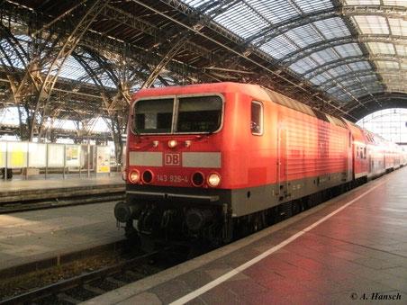 Am 22. Oktober 2011 fährt 143 926-4 in den Leipziger Hbf. ein