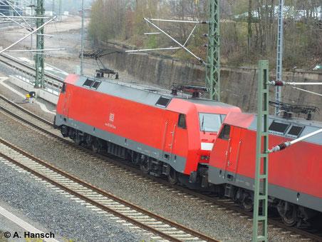 152 040-2 rangiert hier am 31. März 2014 am Haken von 152 008-9 in Chemnitz Hbf.