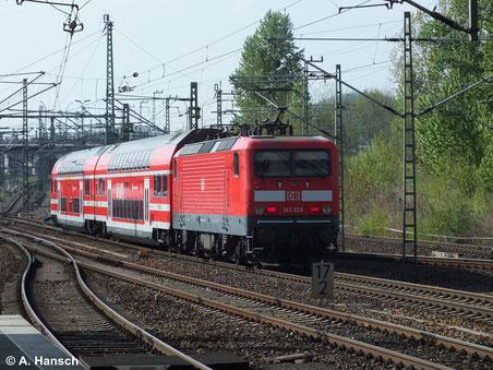 Als S-Bahn S2 verlässt 143 828-2 am 12. April 2014 Dresden Hbf.