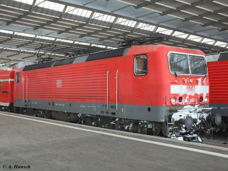 143 367-1 steht am 12. Februar 2012 mit verschneiter Front in Chemnitz Hbf.