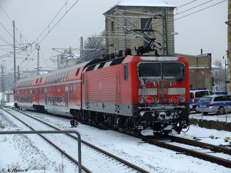 Vom Schneematsch gezeichnet verlässt 143 087-5 mit RB nach Zwickau den Chemnitzer Hbf. (25. Januar 2013)