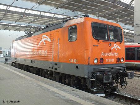11. Februar 2012: Gerade erreicht 143 001-6 den Hbf. Chemnitz mit dem Sonderzug Cottbus-Schwarzenberg (über Annaberg)...