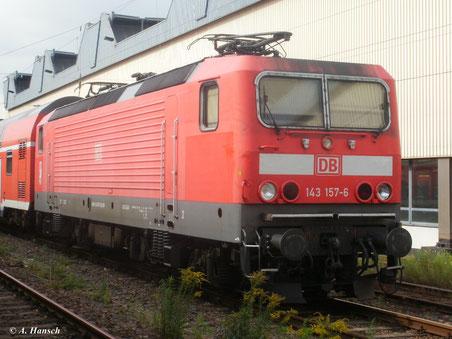 Am 22. August 2011 steht 143 157-6 dann im Außenbereich des Chemnitzer Hbf.