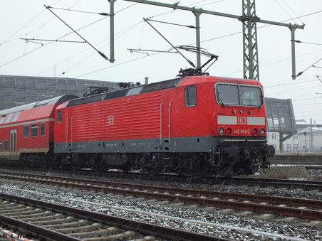 Zum Spiel Chemnitz - Rostock am 2. Februar 2013 fuhr ein Sonderzug aus Rostock nach Chemnitz Hbf. 143 852-2 war Zugpferd für die lange Fuhre, die hier gerade in Chemnitz Hbf. angekommen ist