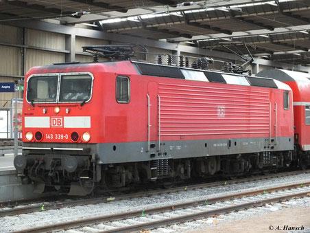 Chemnitz Hbf. Gleis 11: 143 339-0 steht am 14. Januar 2012 zur Weiterfahrt Richtung Dresden bereit