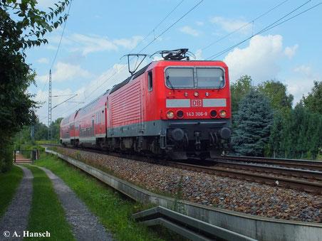143 306-9 bei der Durchfahrt durch Dresden Stetzsch (13. August 2013)