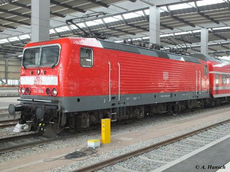 Am 4. Februar 2012 steht 143 884-5 in Chemnitz Hbf. bereit.