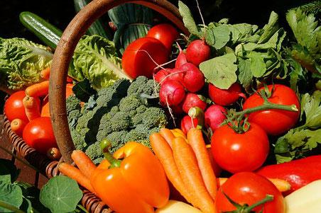 Obst, Gemüse, Fisch, Fleisch und Käse findest du auf dem Markt in Markdorf um gesund zu kochen und kalorien einzusparen.