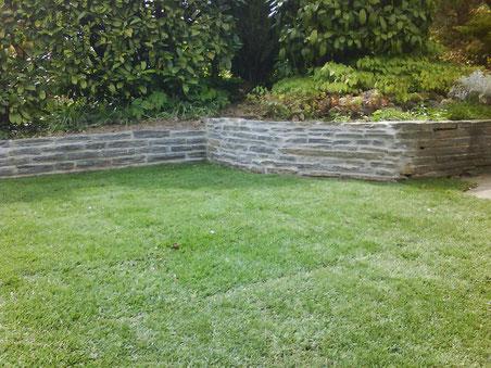 wir bauen individuelle natursteinmauern und treppen. Black Bedroom Furniture Sets. Home Design Ideas