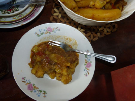 ugandisches Festtagsfrühstück - Matoke mit Hühnchen