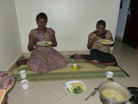 meine Gastmutter und ihre Nachbarin beim German Dinner