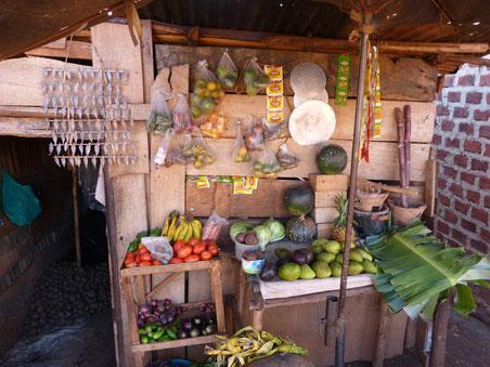 der schönste Obst- und Gemüsestand in Lugala!