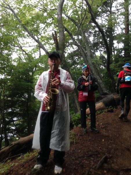 前半の山中でロッキーのテーマを演奏してくれていたサックス&ピアニカ!?の方に感謝です!!