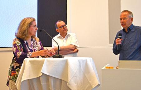 Dr. Stefan Brink (rechts), Landesbeauftragter für Datenschutz mit unserem Kollegen Peter Welchering und der DJV-Landesvorsitzenden Dagmar Lange.