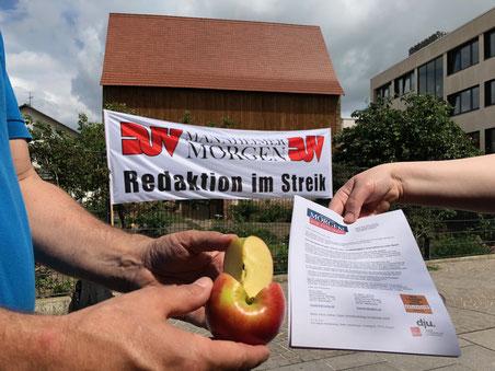Für einen informativen Wochenmarkt sorgten die Kolleg*innen des Mannheimer Morgen in Heddesheim. Foto: Hans-Jürgen Emmerich